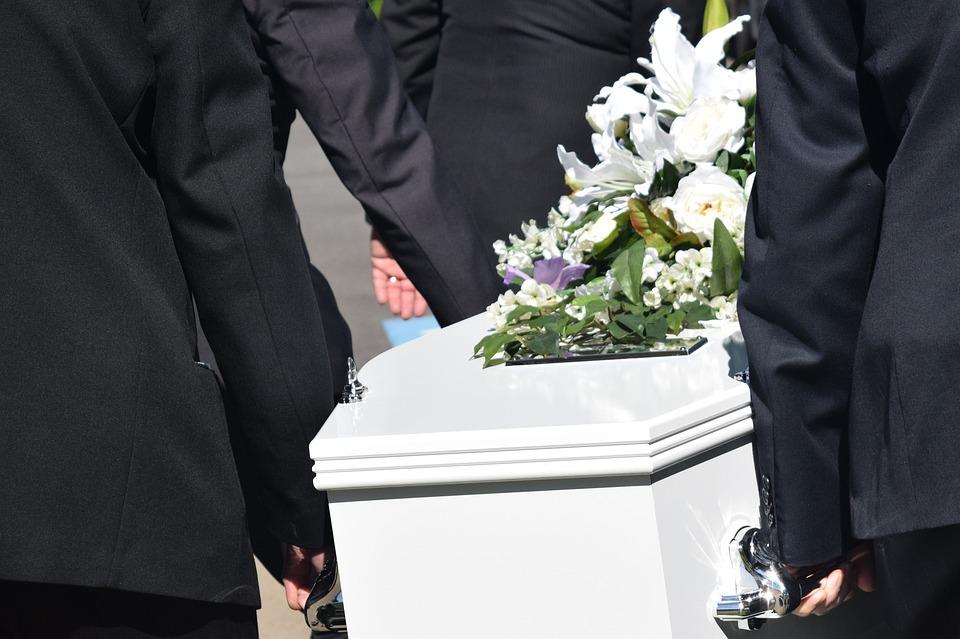 Notions de base sur les funérailles : à quoi s'attendre ?